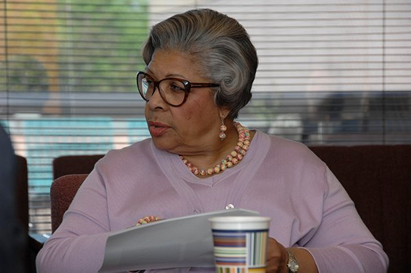 Photo of Texas Rep. Senfronia Thompson during a tour of UTHealth's psychiatry department. She authored the legislation that led to the UTHealth Center on Trauma and Resilience.