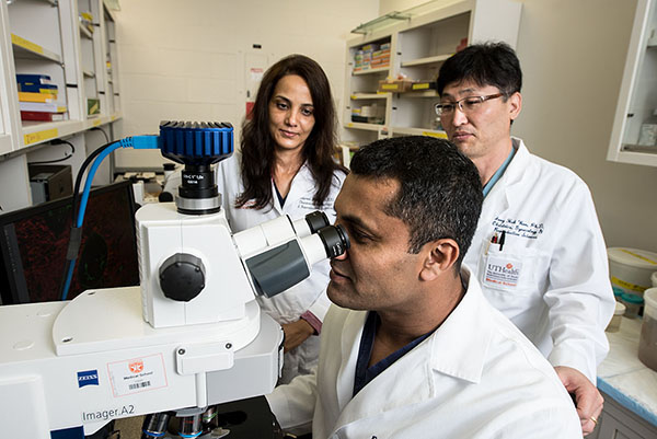 A UTHealth fetal intervention team led by Ramesha Papanna, MD, MPH, with has received a $3.2 million award from the National Institutes of Health (NIH) for preclinical research on a new approach to repair spina bifida in utero.