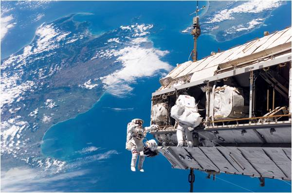 Space walk STS-116